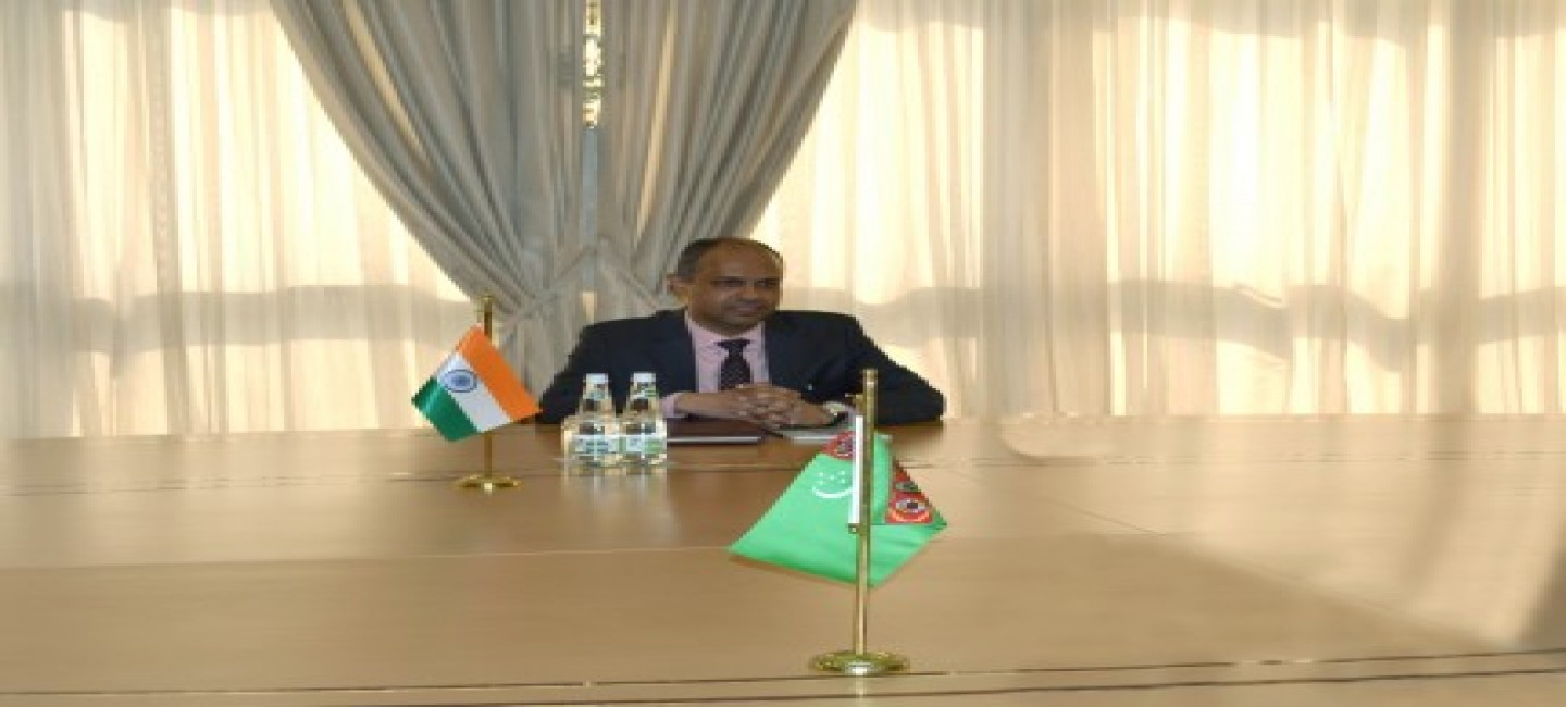 THE AMBASSADOR OF THE REPUBLIC OF INDIA TO TURKMENISTAN PRESENTED COPIES OF HIS CREDENTIAL LETTERS